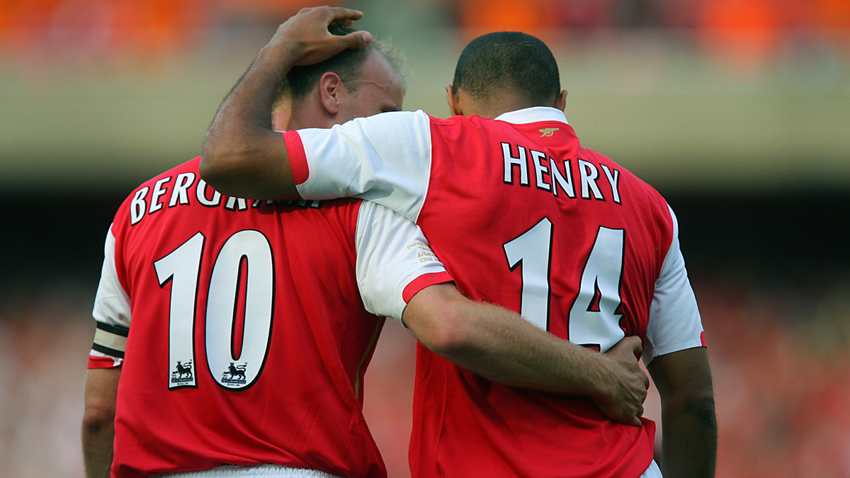 Grandes duplas: Dennis Bergkamp – Thierry Henry..