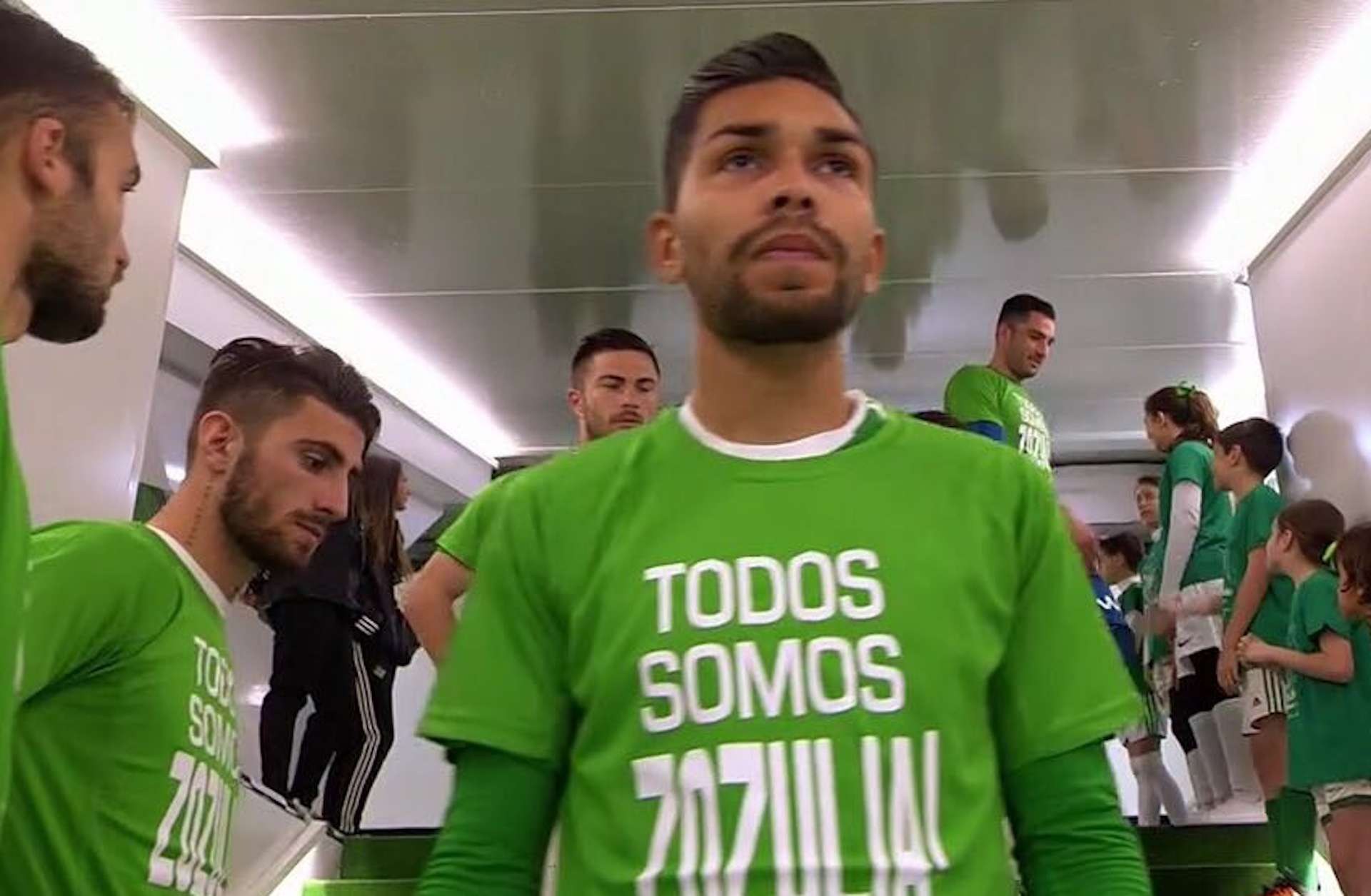 Los jugadores del Betis apoyaron a Zozulya.